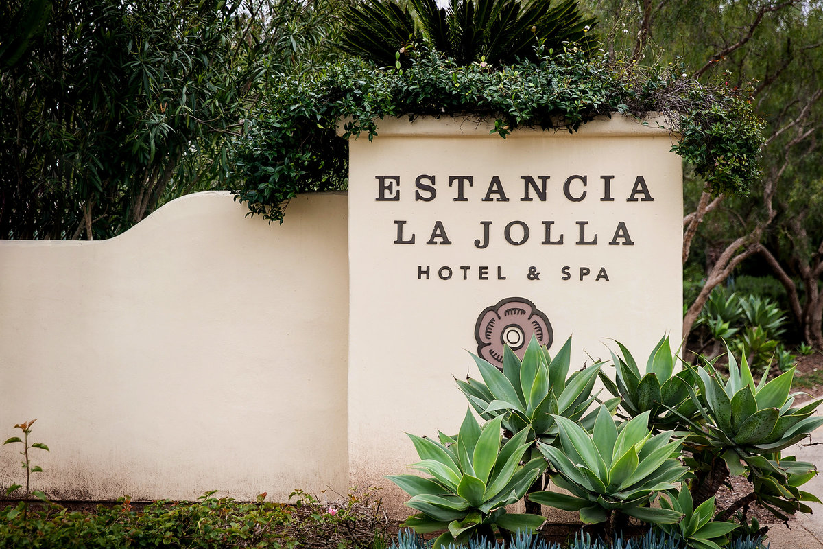 001-estancia-la-jolla-hotel-and-spa-wedding-photos-vithya-peter