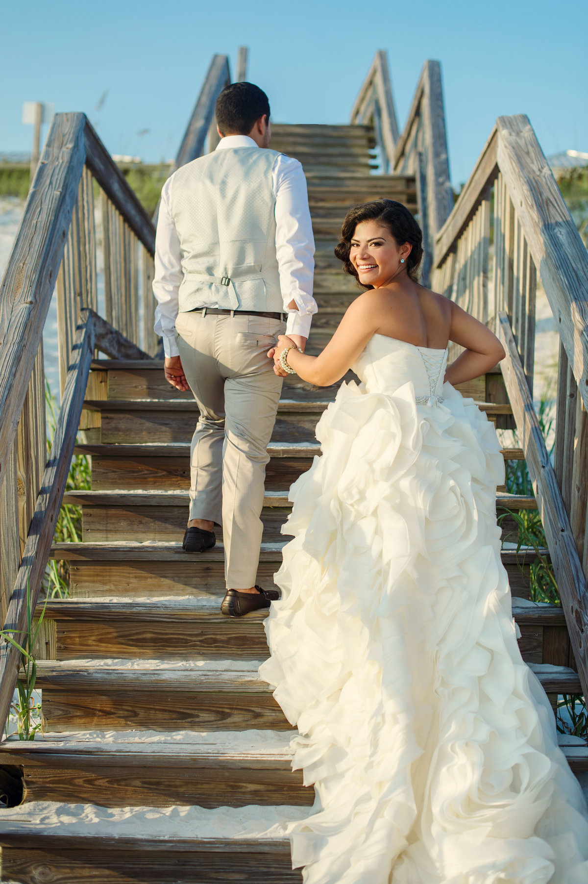 beach wedding photos in Destin Florida