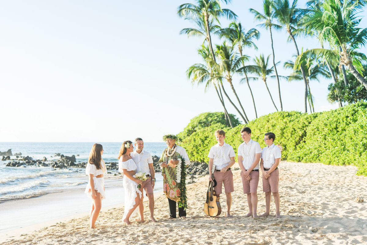 Intimate Maui vow renewal ceremony