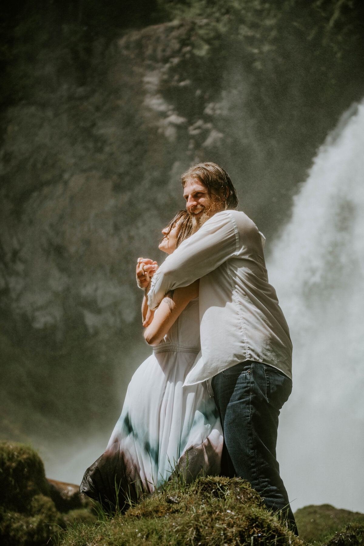 sahalie-falls-summer-oregon-photoshoot-adventure-photographer-bend-couple-forest-outfits-elopement-wedding8393