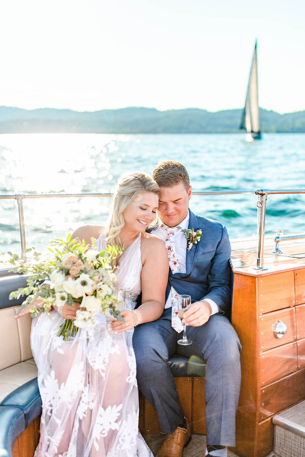 wedding_photos_lake_boat