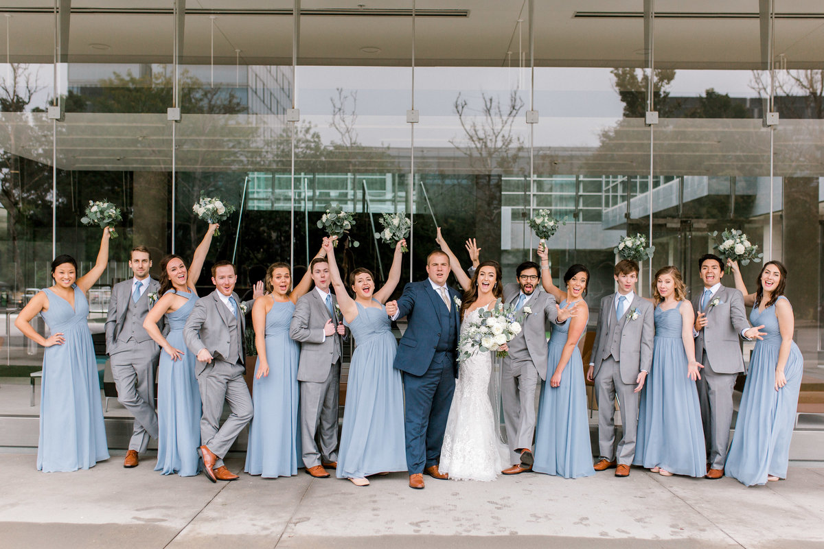omaha wedding planner and florist downtown Slowdown wedding blue and white by Lindsay Elizabeth Events98