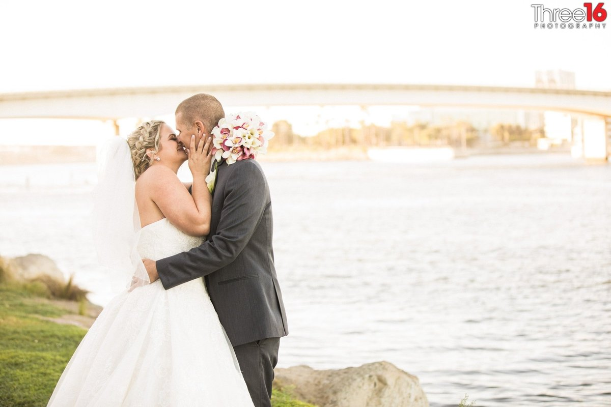 Bride and Groom share a kiss along the coast of the Pacific Ocean
