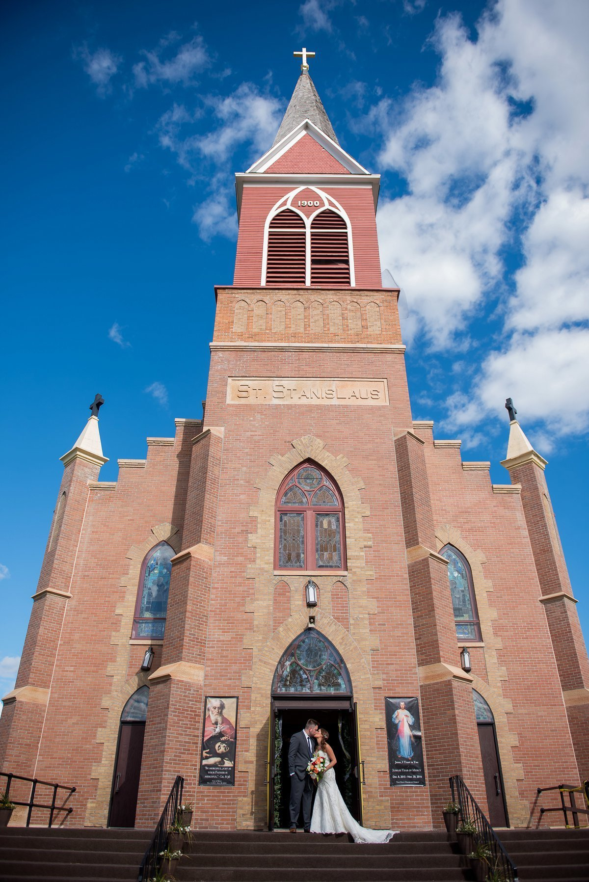 Grand Forks Wedding catholic church photographed by Kris kandel
