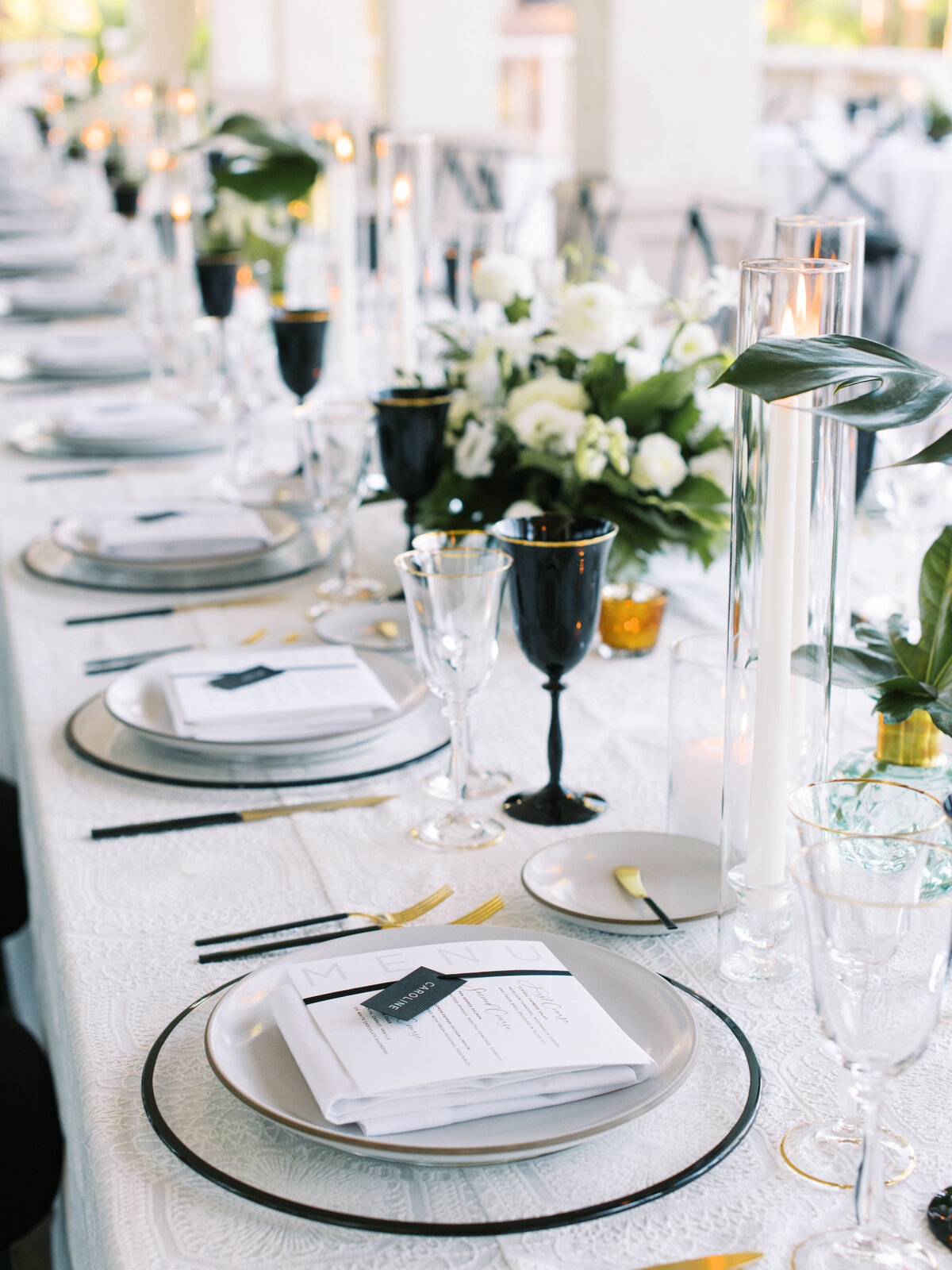 blac-and-white-wedding-tablescape