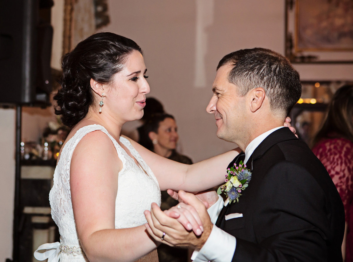 New Orleans bride sings to her groom during wedding reception at The Columns Hotel