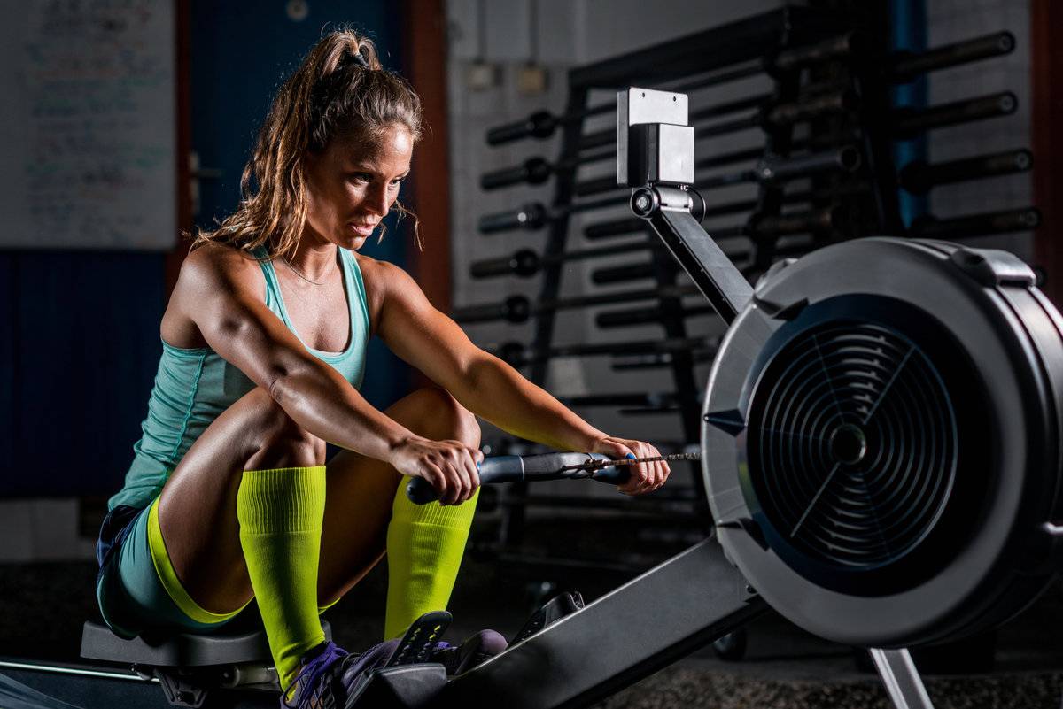 woman-exercising-on-rowing-machine-las-vegas-personal-trainer