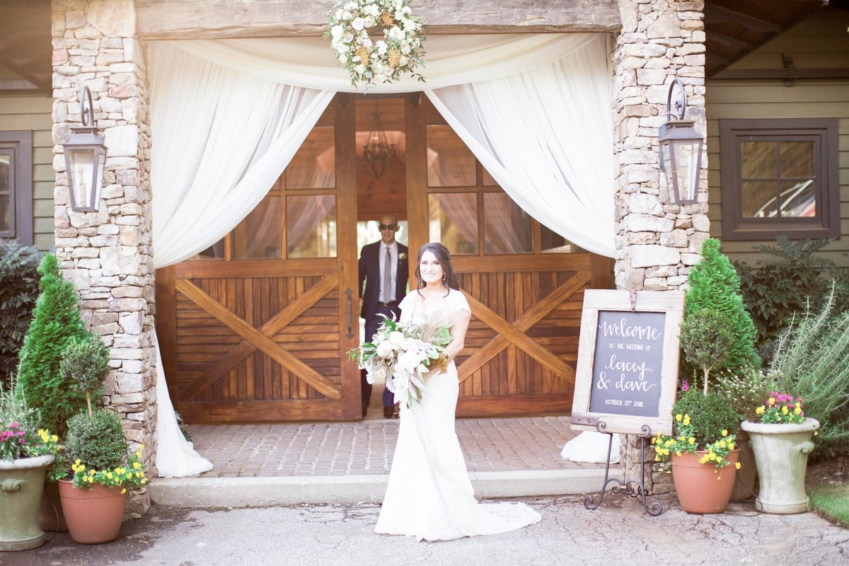 Windwood_Equestrian_Weddings__birmingham_Alabama_bride_outddor_farm_venue295
