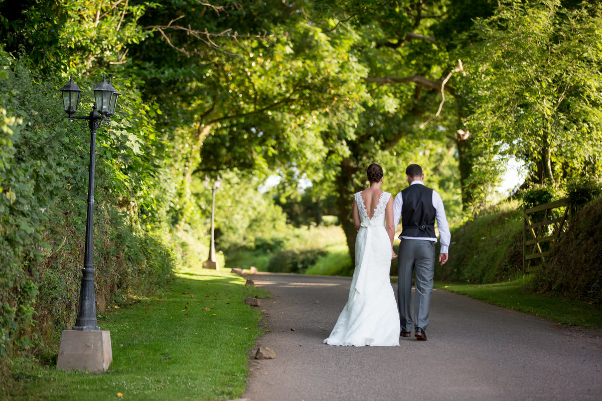wedding in summer at upton barn