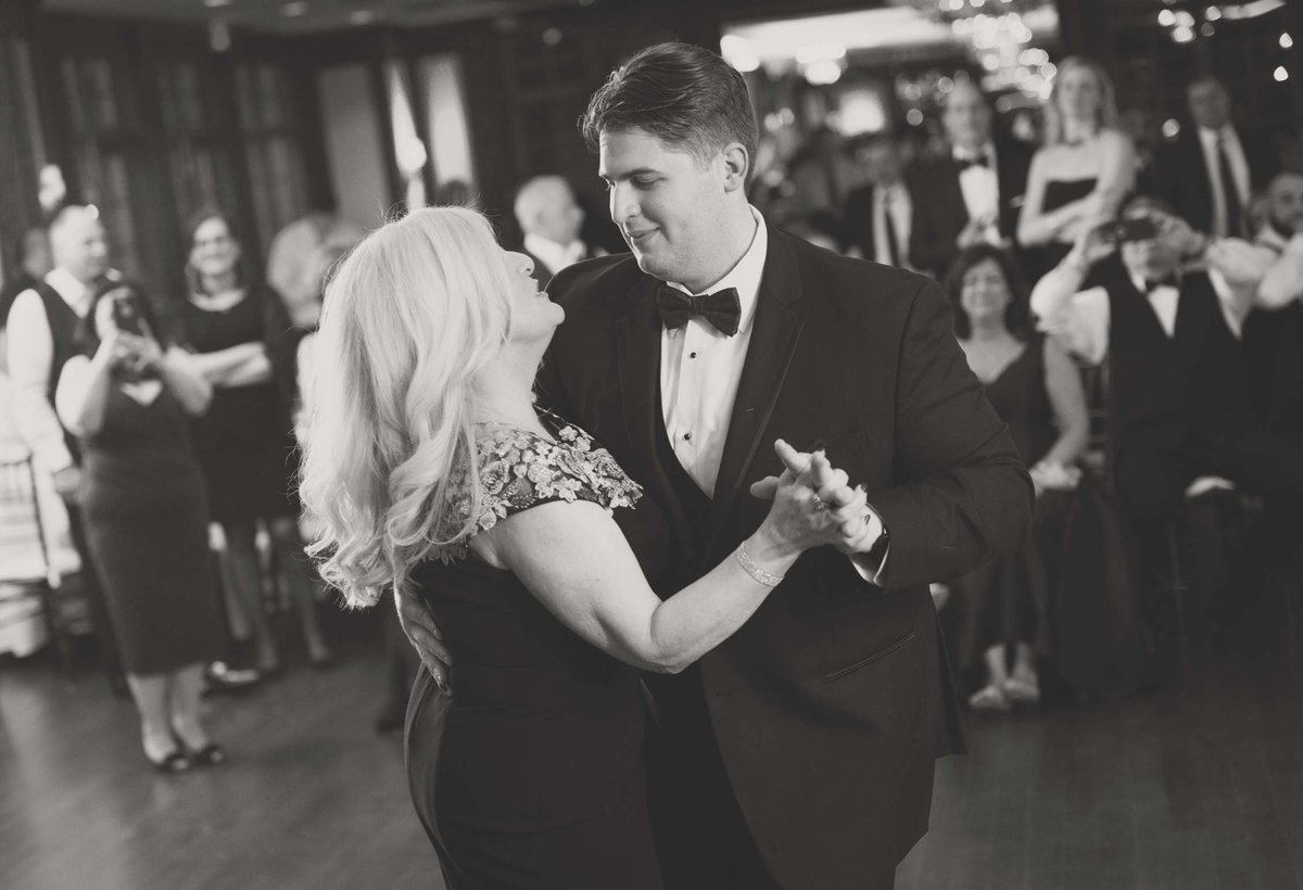 Groom and mother dance at The Mansion at Oyster Bay