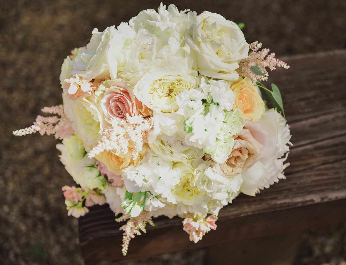 Smith Rock Wedding, Central Oregon wedding, classy bridal bouquet, round bridal bouquet, classic style