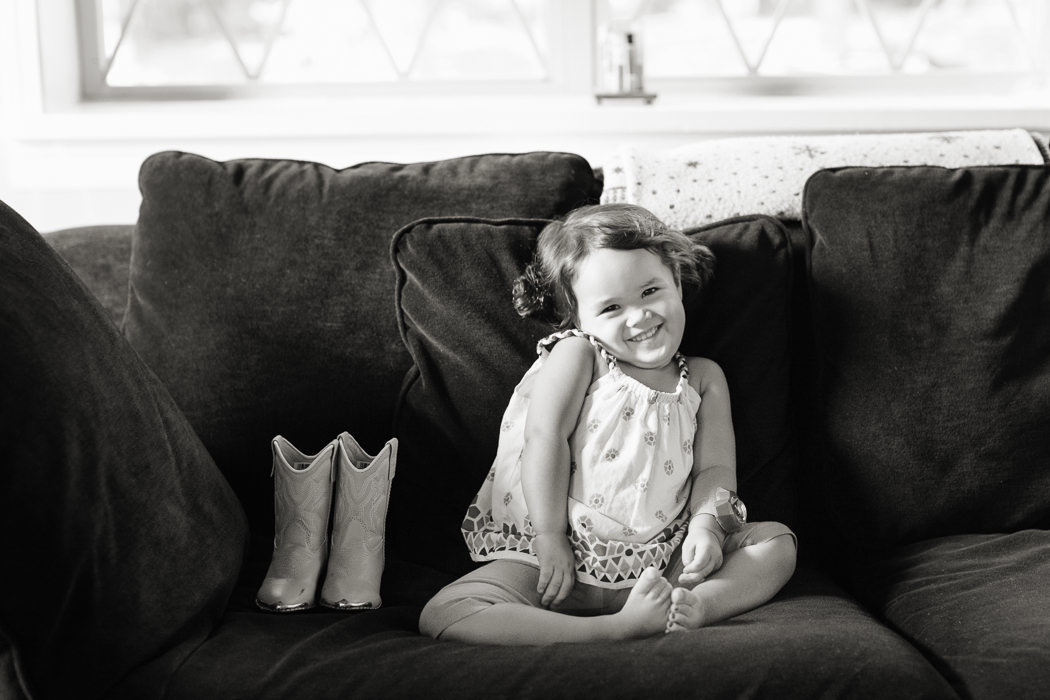 St_Louis_family_child_photographer_modern_home_life_L_Photographie05_0124bw