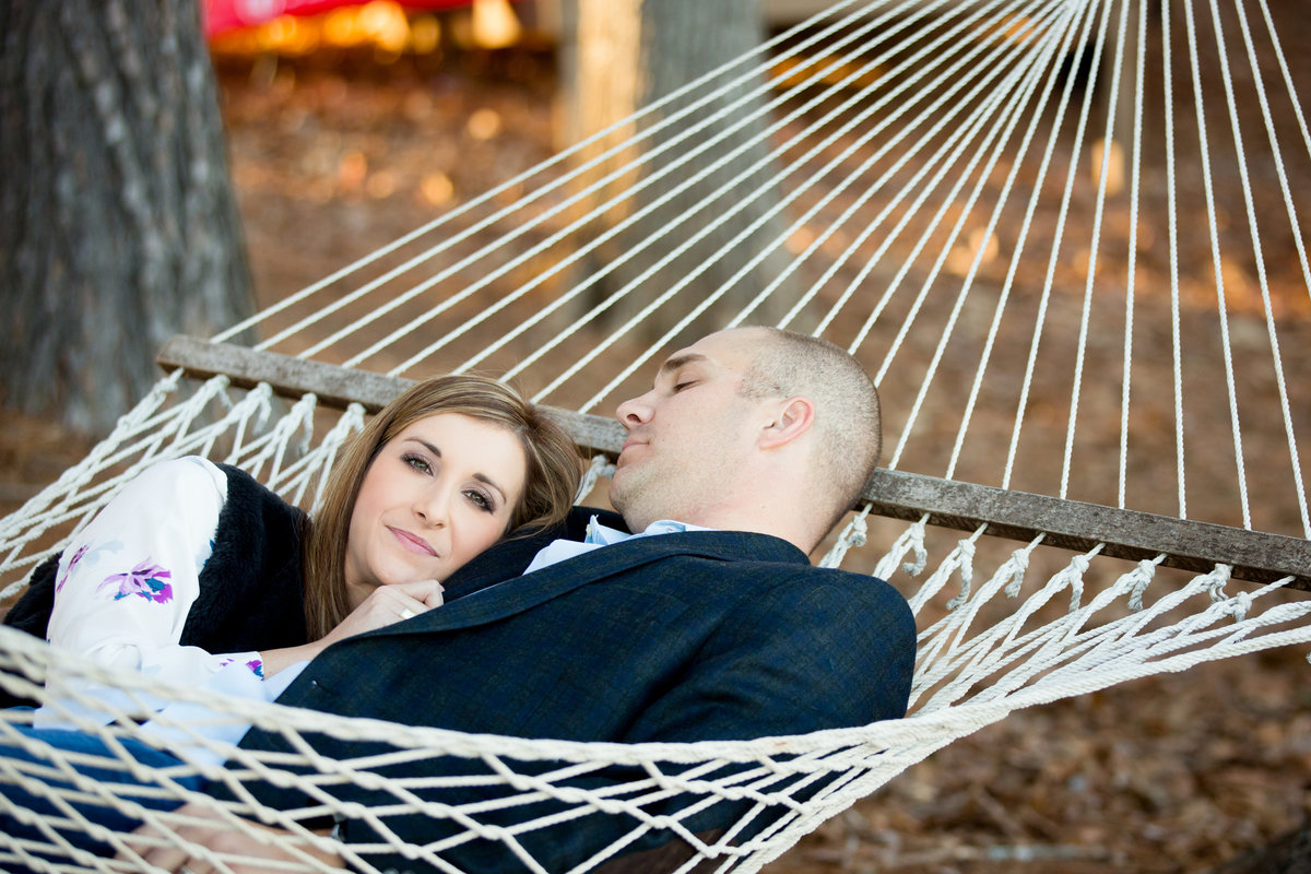 engagement-photos-in-hammock