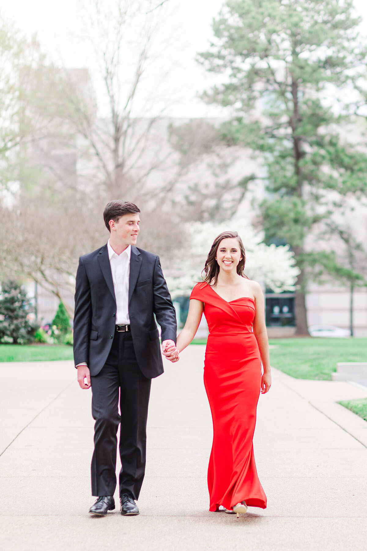 UNC-CHAPEL-HILL-ENGAGEMENT-PHOTOS-NORTH-CAROLINA