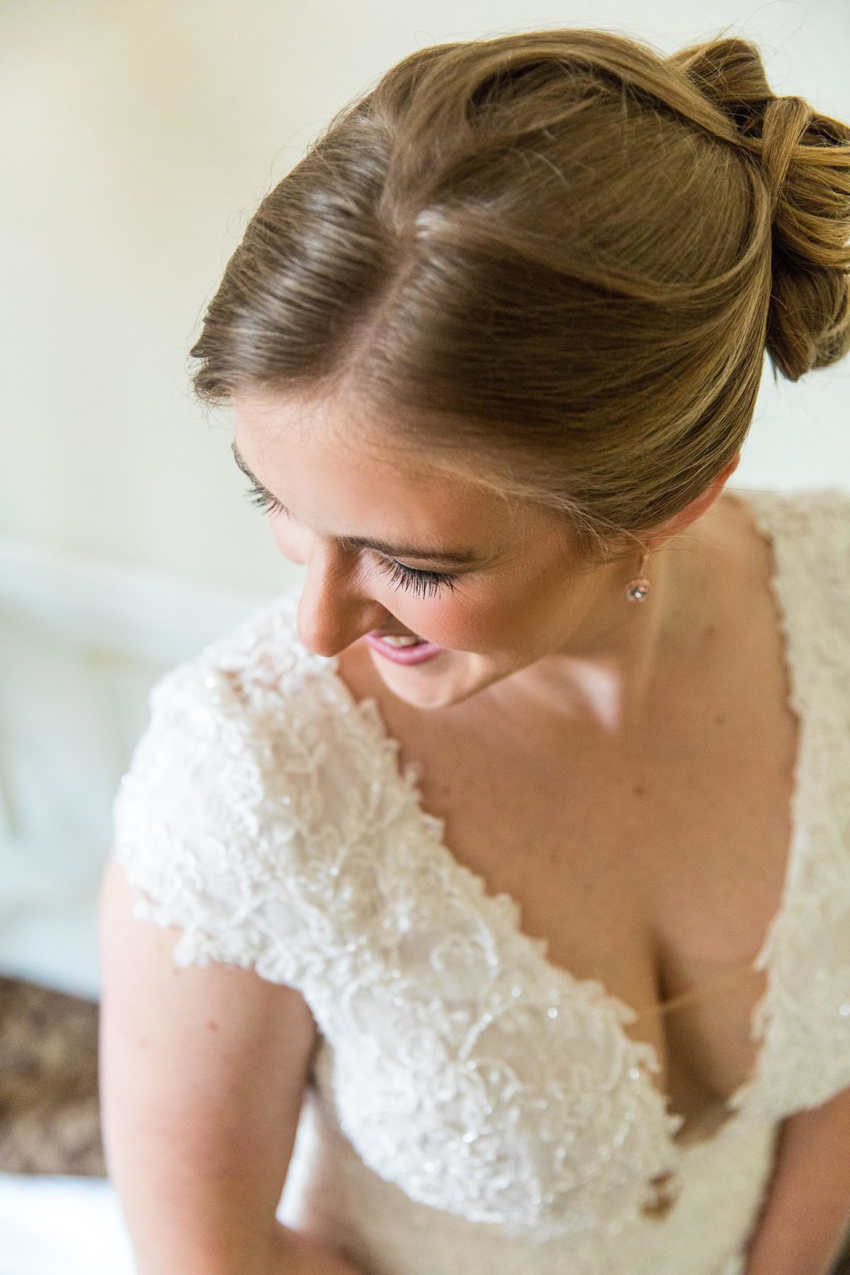 Hannah-Barlow-Photography-Wedding-Bride-Getting-Ready_010