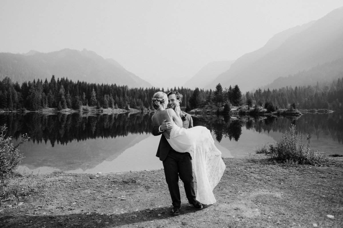 Snoqualmie-Pass-Elopement-Gold-Creek-Pond-84