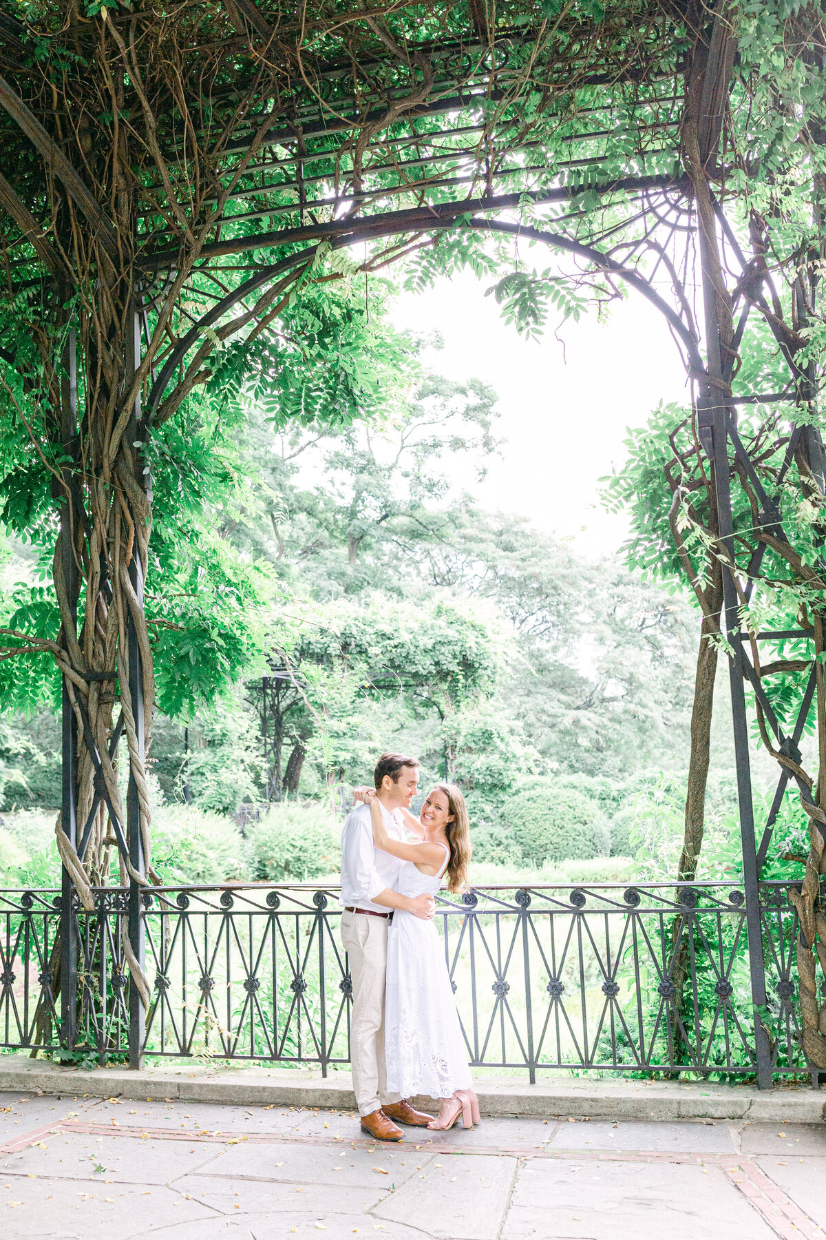 NW_romantic-summer-gardens-nyc-engagement--4