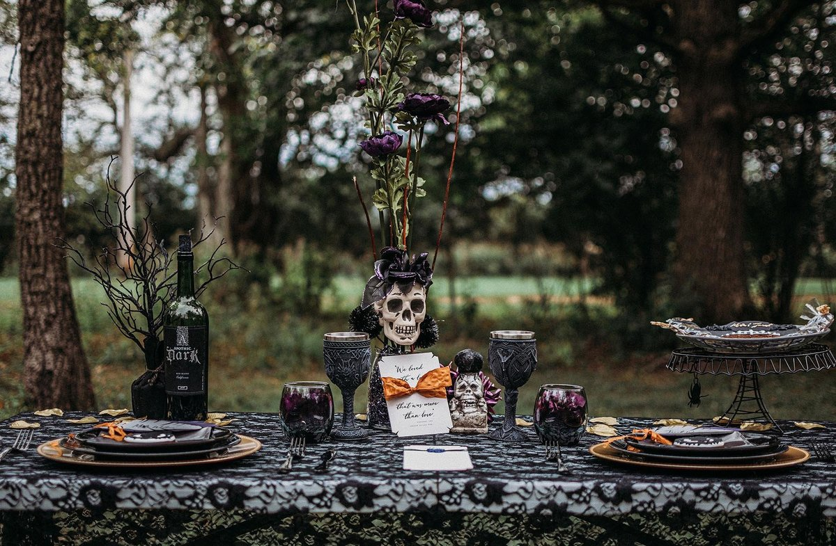 A wicked affair - Halloween inspired styled bridal shoot