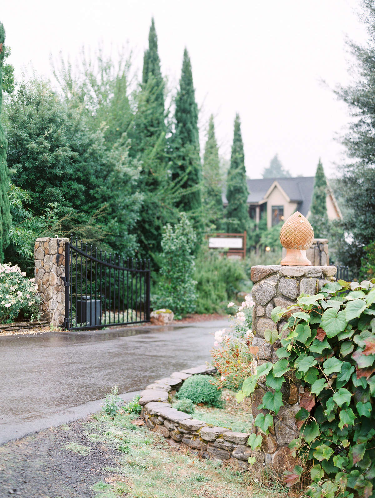 front gates of durant vineyards at red ridge farms