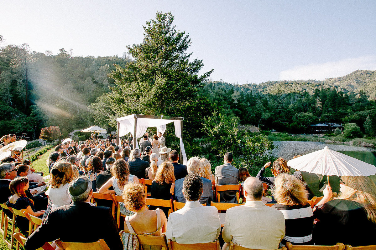 A jewish wedding with a huppa at Calistoga Ranch.