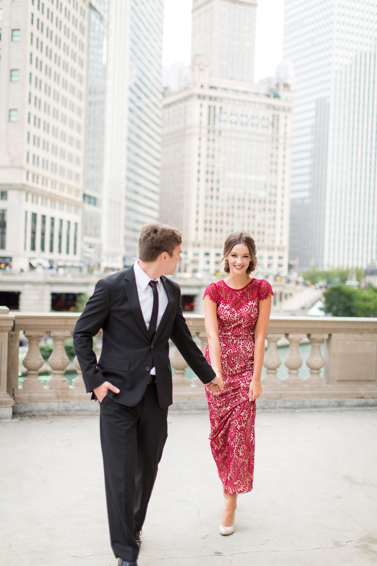 downtown-chicago-wrigley-building-engagement-session-inspiration