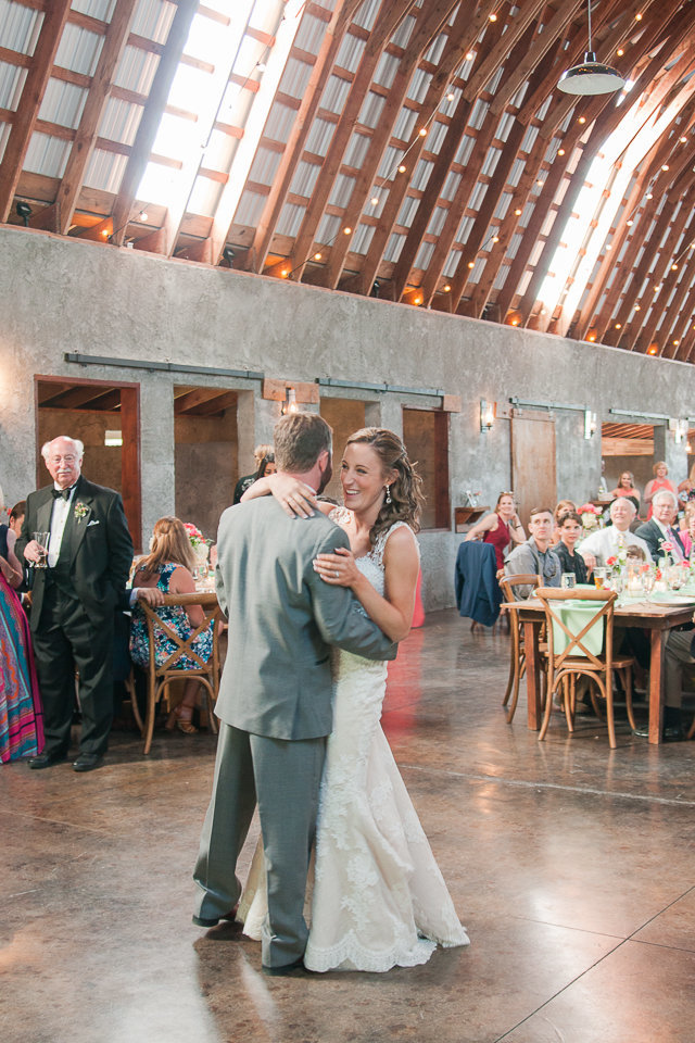 Destination wedding ceremony photographed at Overlook Barn by Boone Wedding Photographer Wayfaring Wanderer. Overlook Barn is a beautiful venue in Beech Mountain, NC.