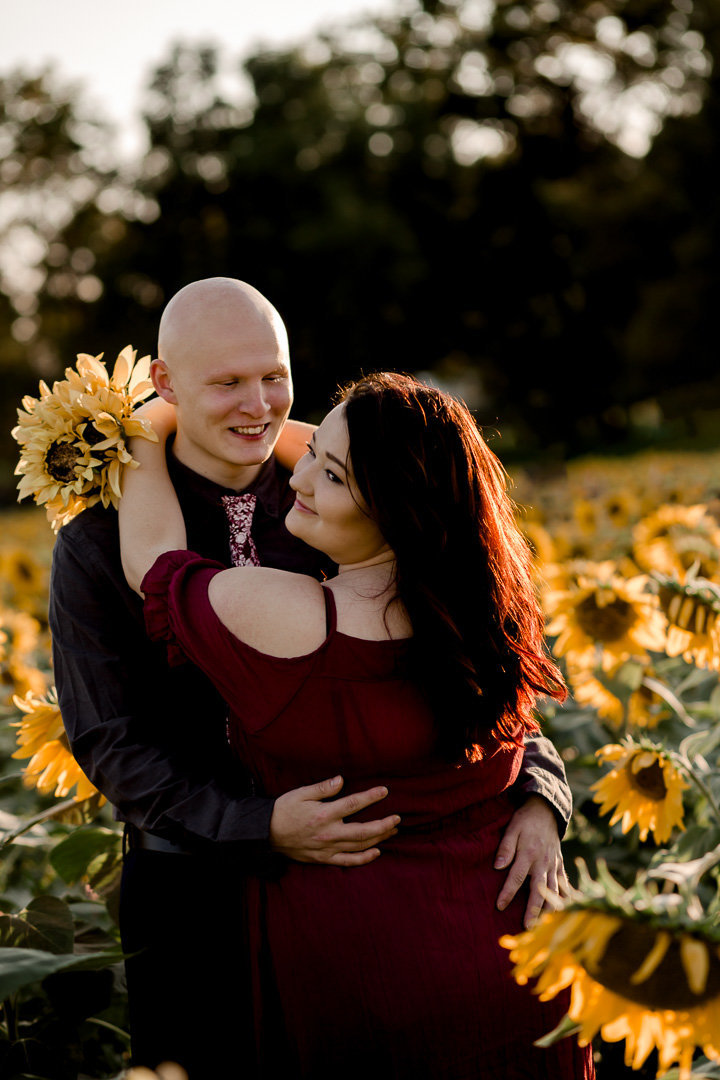 Engagement session in the sunflower field0022