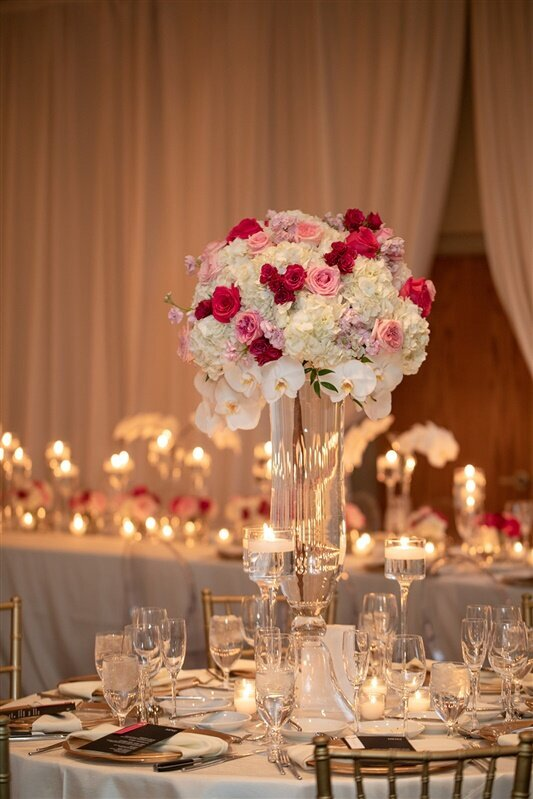 sanctuary-camelback-resort-wedding-pink-and-white-centerpiece