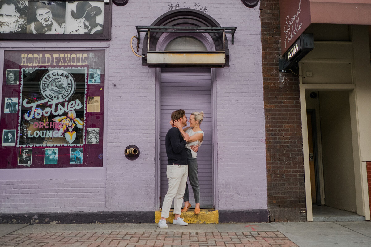 nashville-engagement-proposal-photographer-tootsies-broadway