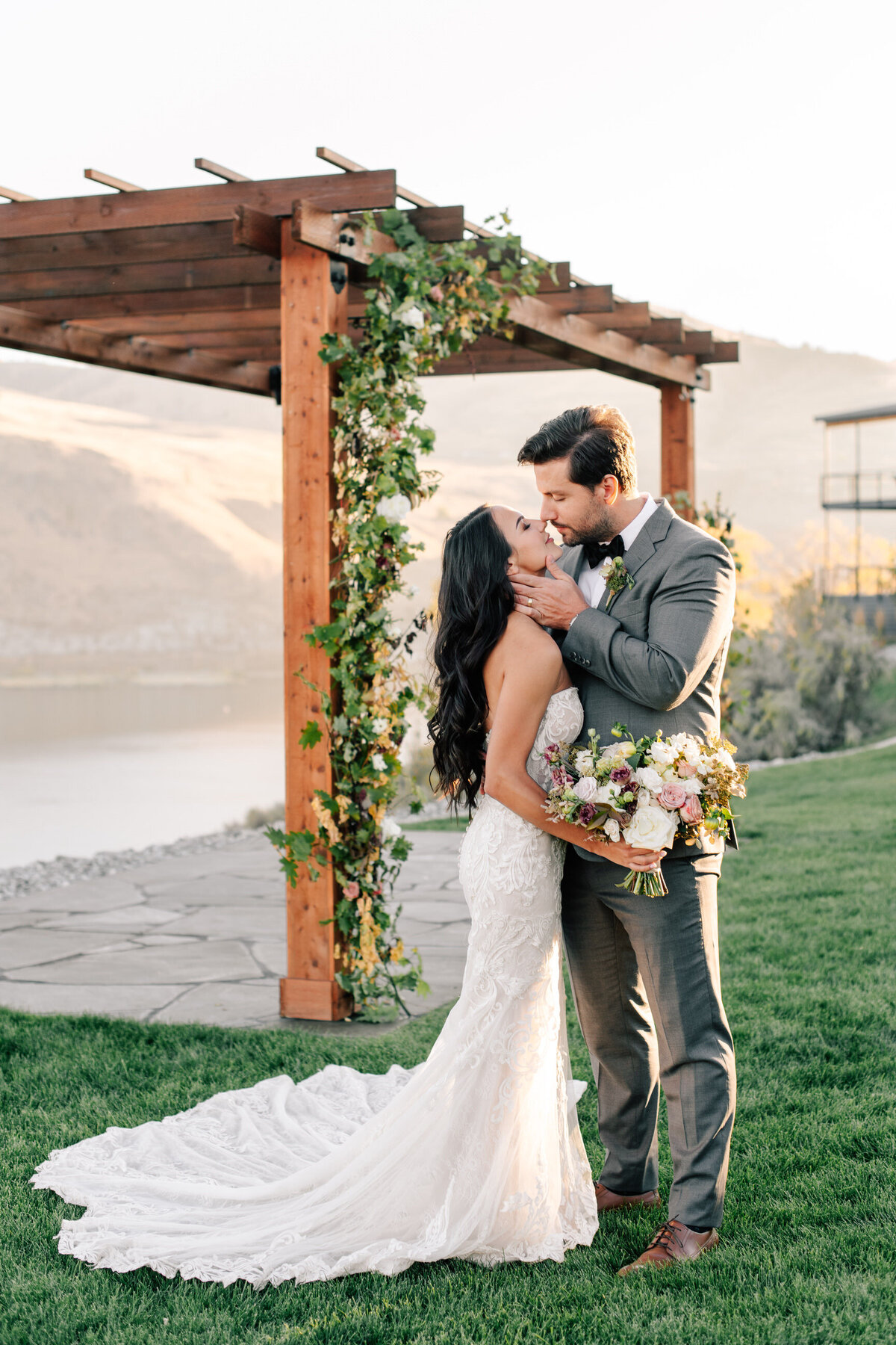 Romantic lakeside wedding at The Lookout in Chelan, WA by Ellie Haisch Events