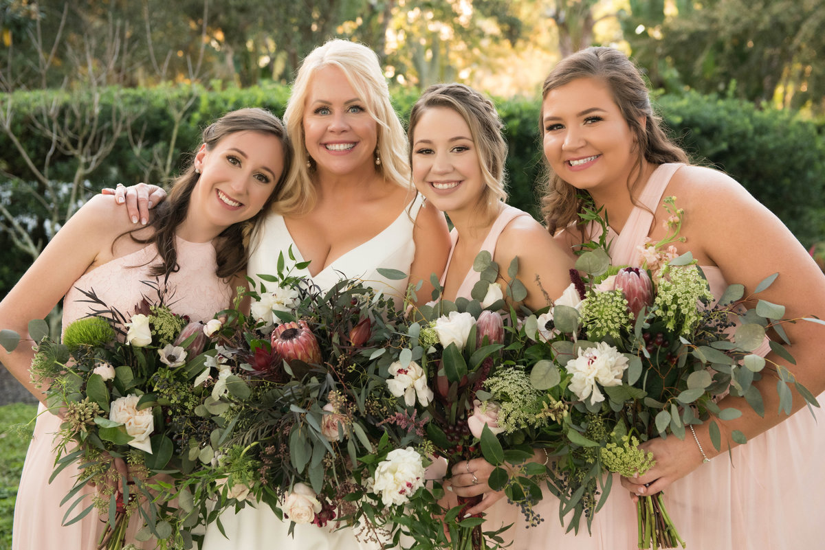 Bride and Bridesmaids with beautiful bouquets
