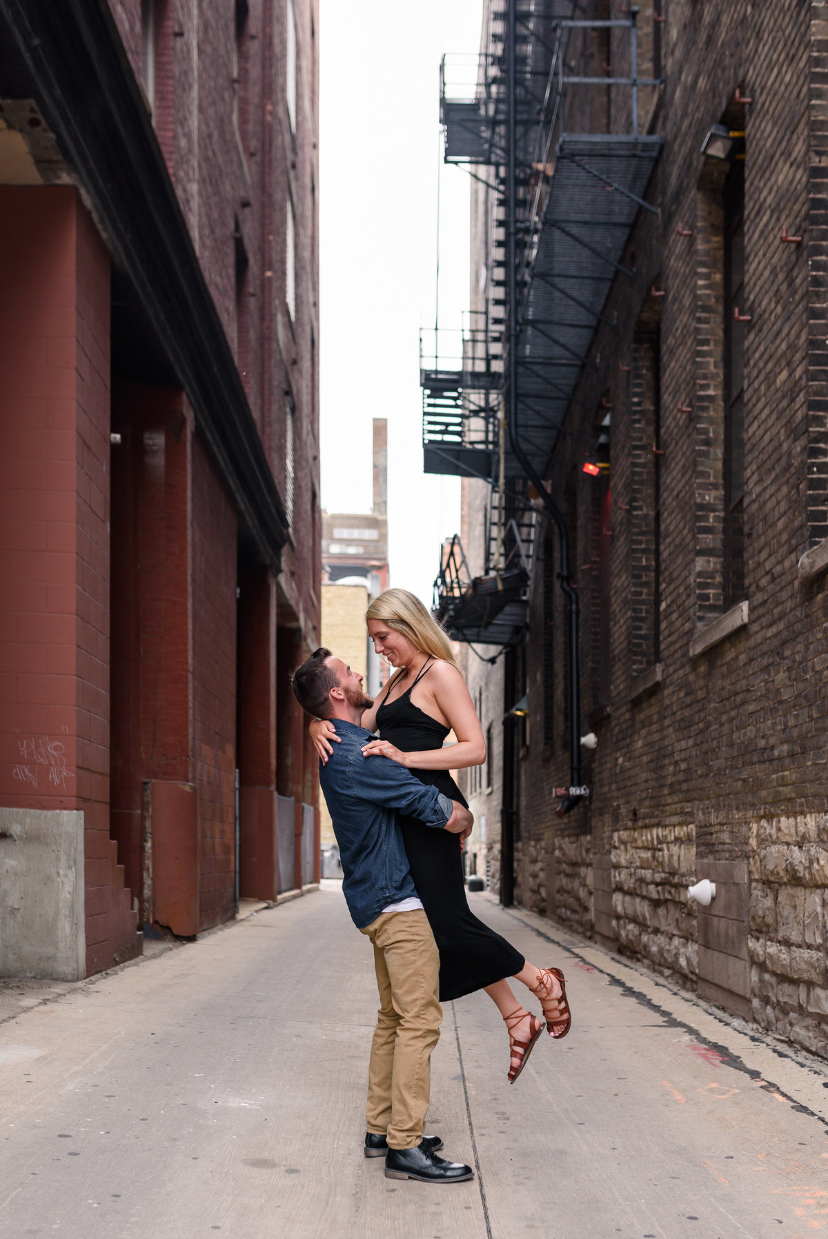 downtown-milwaukee-third-ward-engagement-summer-the-paper-elephant-0021