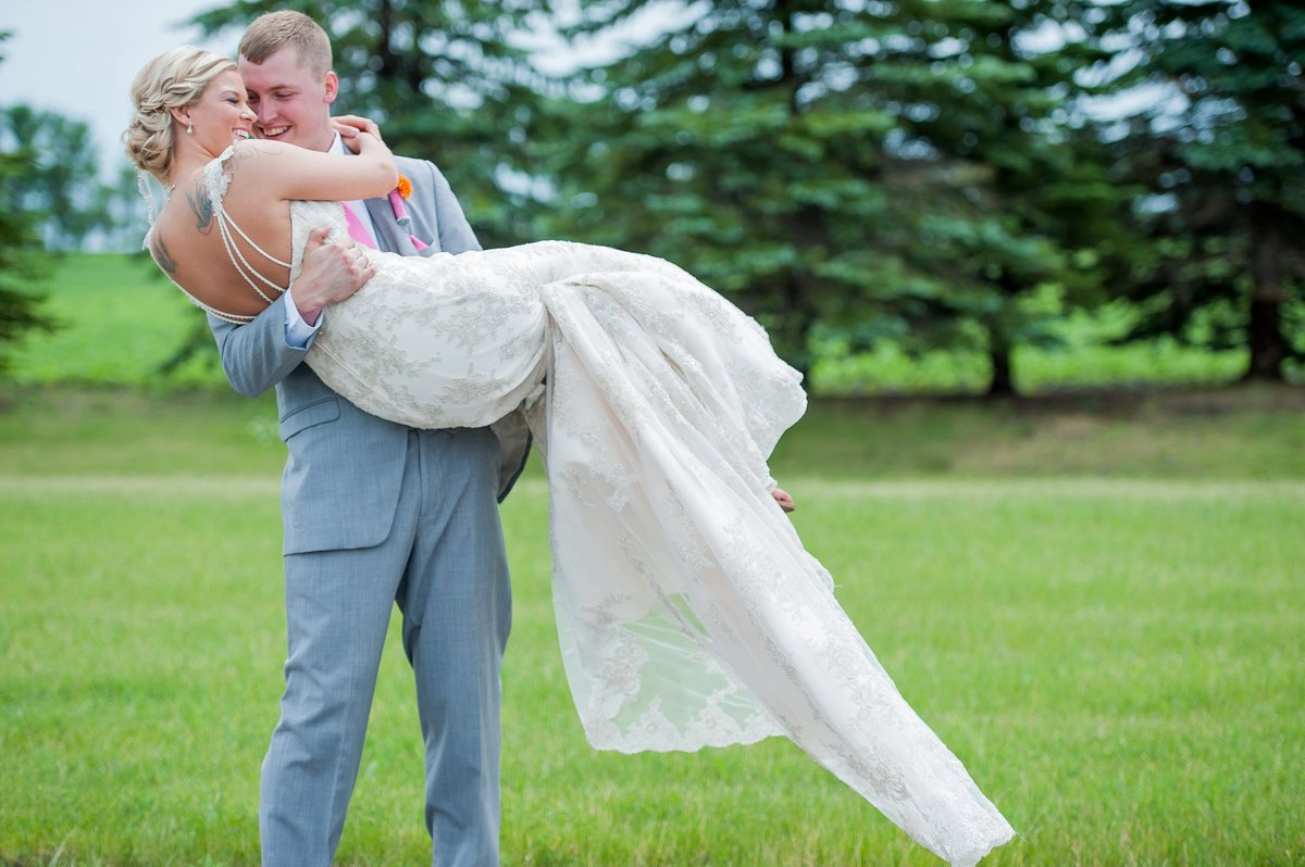 Moorhead Minnesota weddings photos by Kris Kandel. Fluid, fresh, movement and moments captured forever.