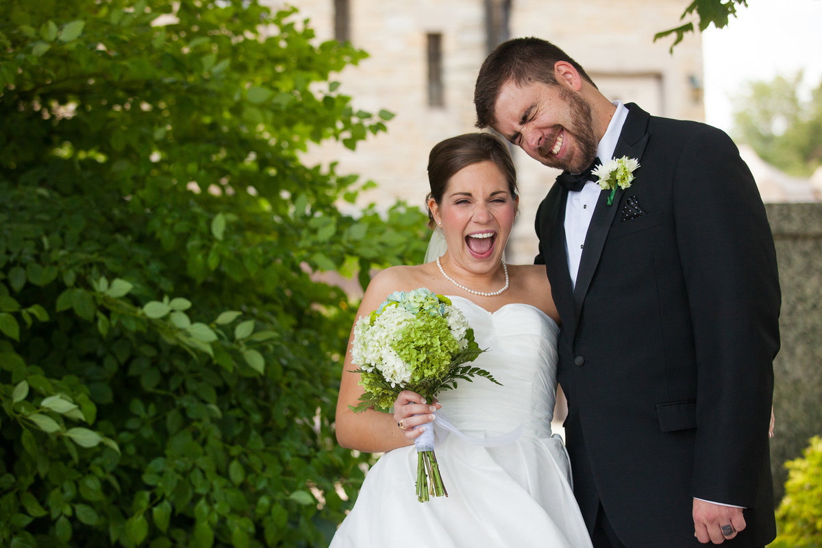 immediately after married, these two laughed like crazy on their wedding day