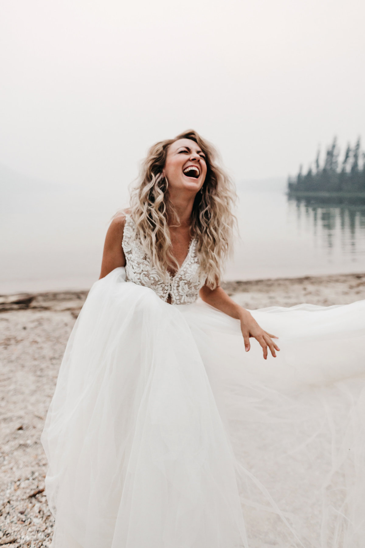 athena-and-camron-sara-truvelle-bridal-wenatchee-elopement-intimate-25-bride-portrait-laugh