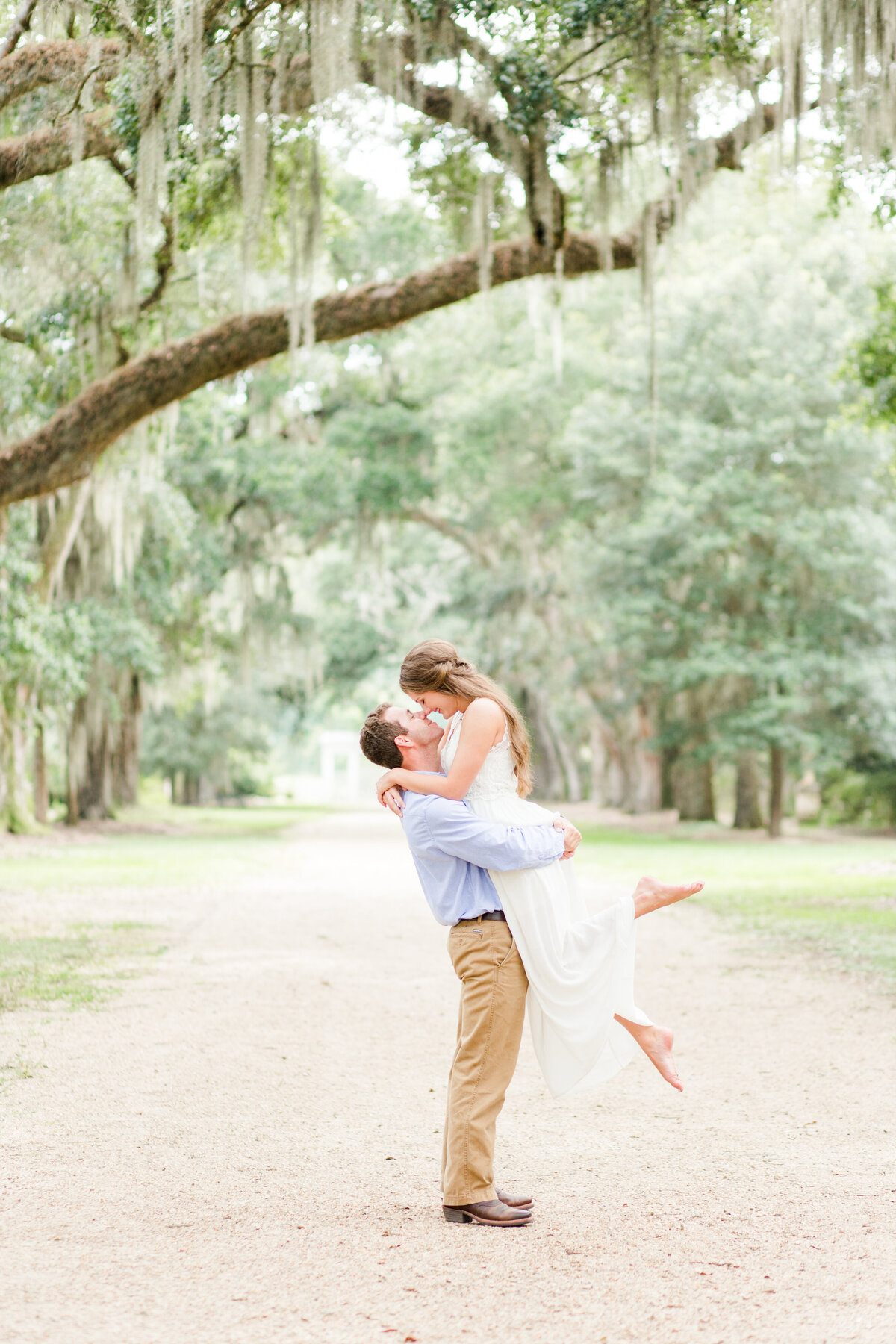 Renee Lorio Photography South Louisiana Wedding Engagement Light Airy Portrait Photographer Photos Southern Clean Colorful9