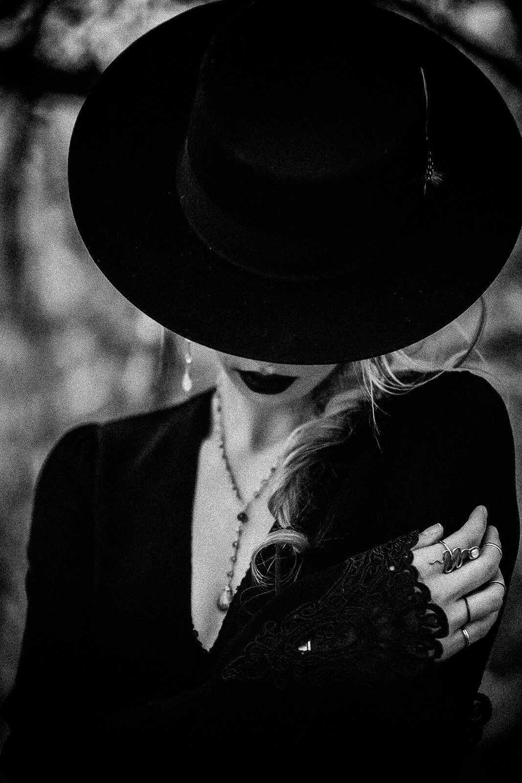blonde gothic girl with black hat