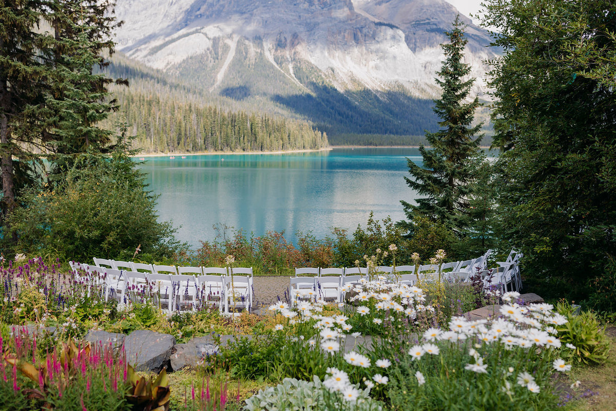 emerald lake lodge viewpoint wedding ceremony