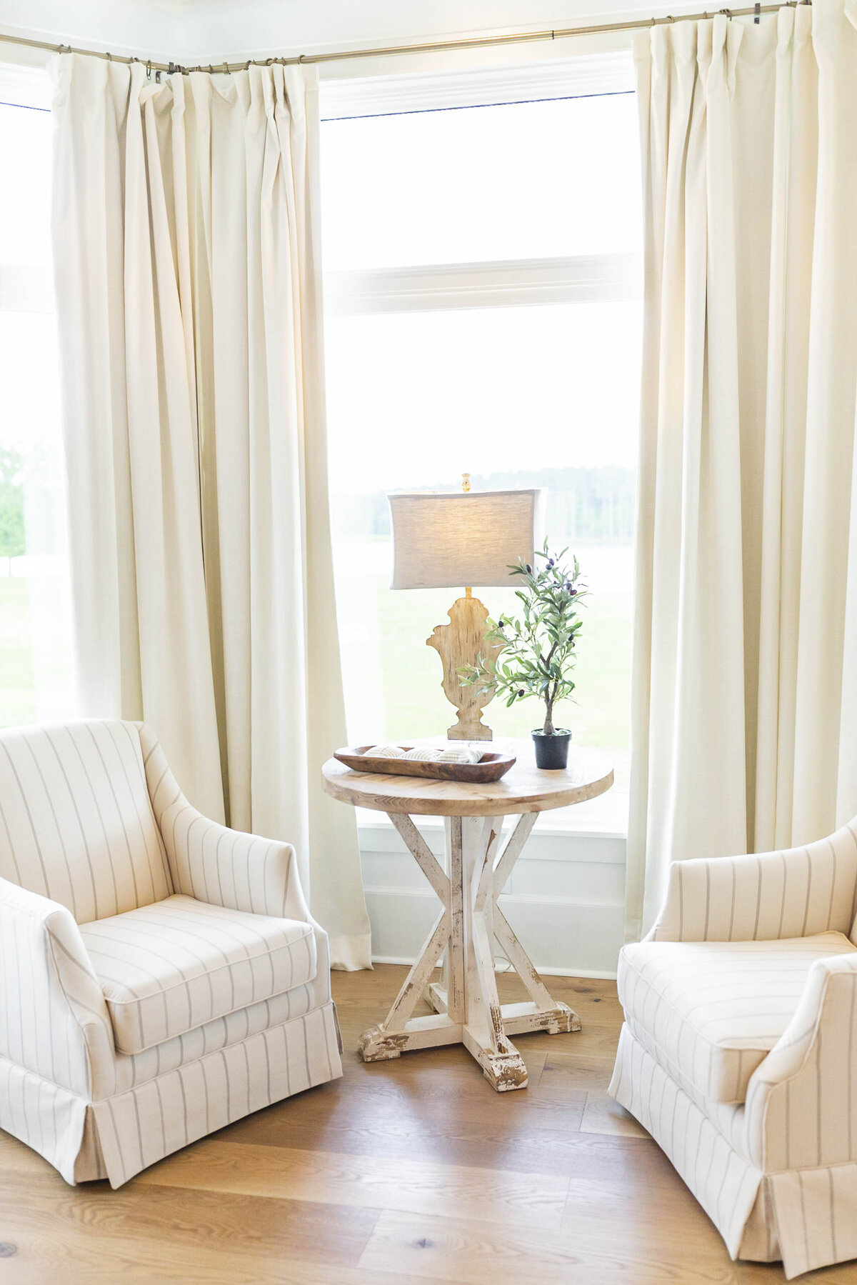bedroom-sitting-room-inspiration-light-airy-white1