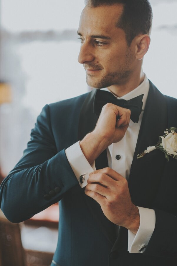Groom_Navy_Suit_Pasadena