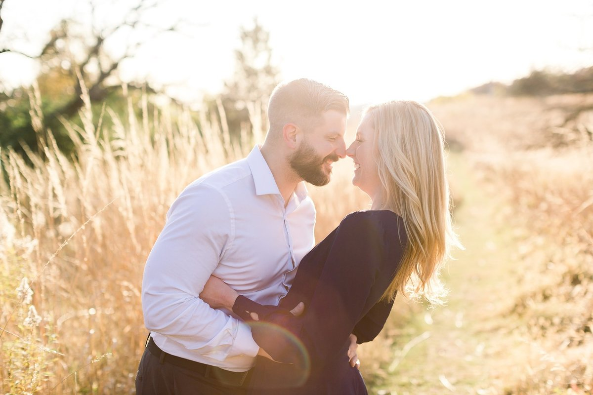 eden-prarie-bluffs-fall-engagement-elegant-couple_0021