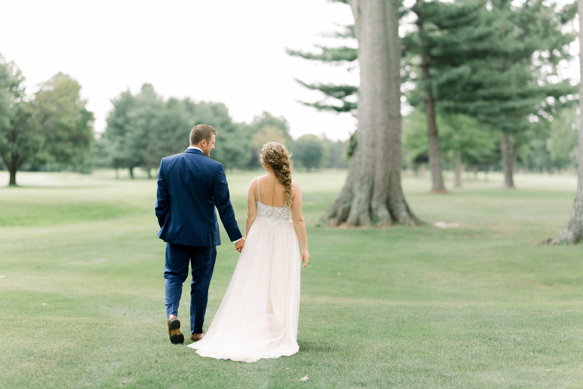 Best Lansing Michigan wedding venue: Owosso Country Club wedding. Captured by Lansing wedding photographer Cynthia Boyle
