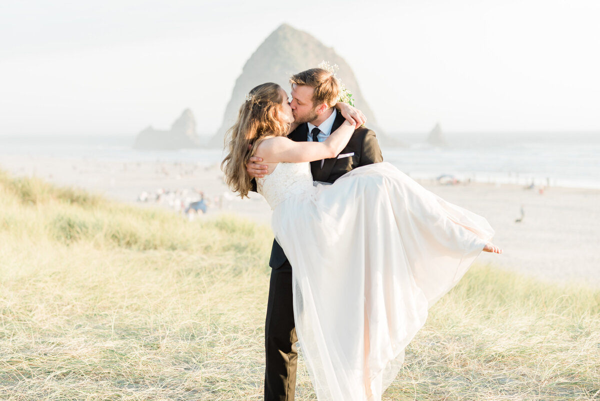Cannon-Beach-Elopement-Photographer-41
