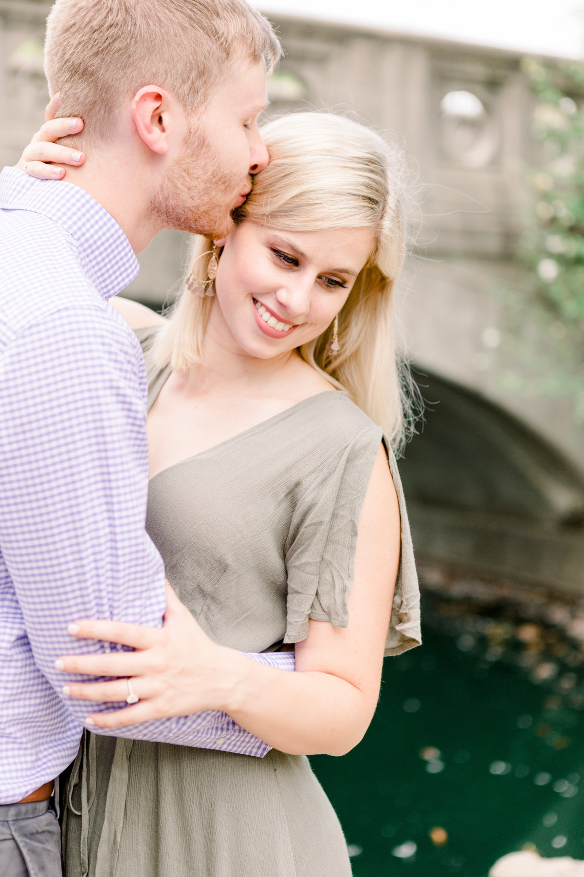 Cincinnati-engagement-wedding-photographer-eden-park-art-museum-smale-riverfront023