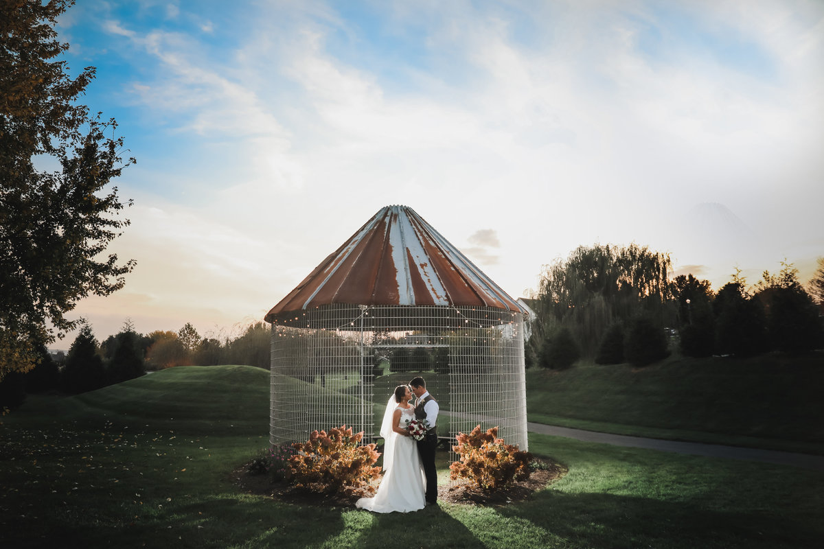 corn-crib-wedding-picture