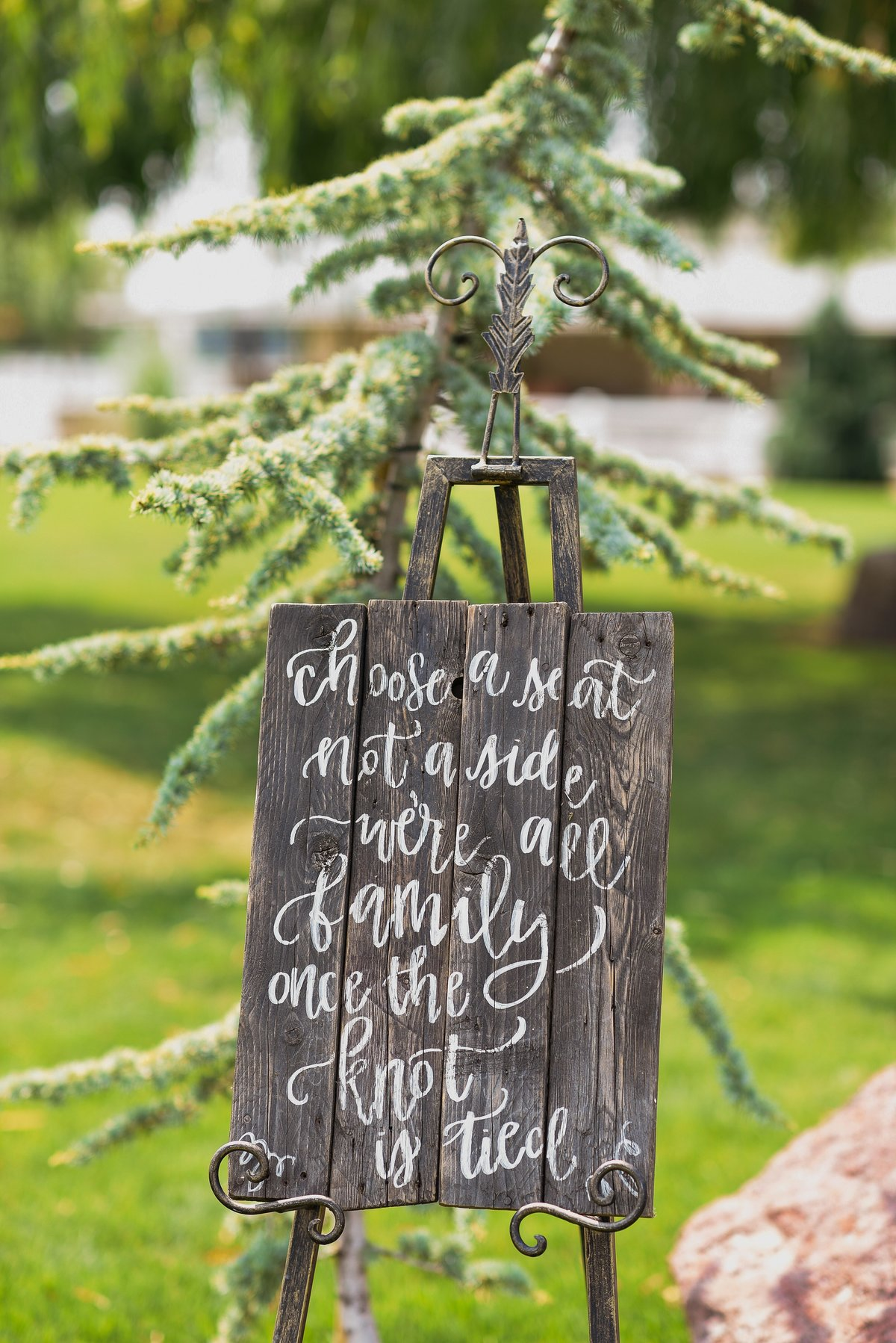 A Summer Willow Grove Barn Wedding in Emmett  - 016