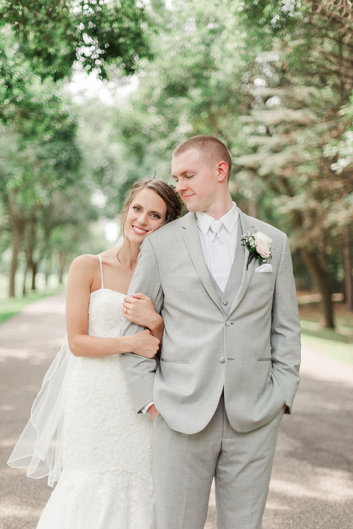 Lauren Baker Photography Minneapolis St Paul Twin Cities Wedding Senior Photographer bride and groom Bunker Hill Golf Club