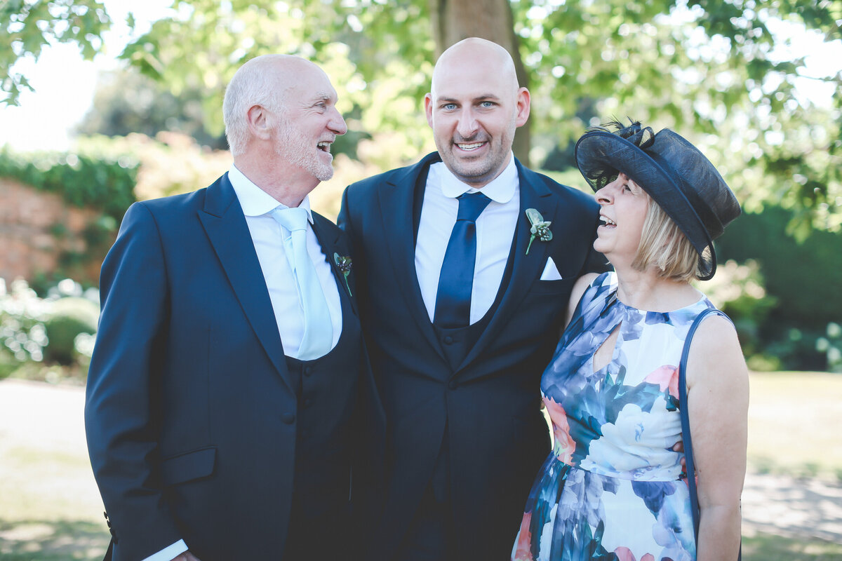 GAYNES-PARK-BARN-WEDDING-ESSEX-0039