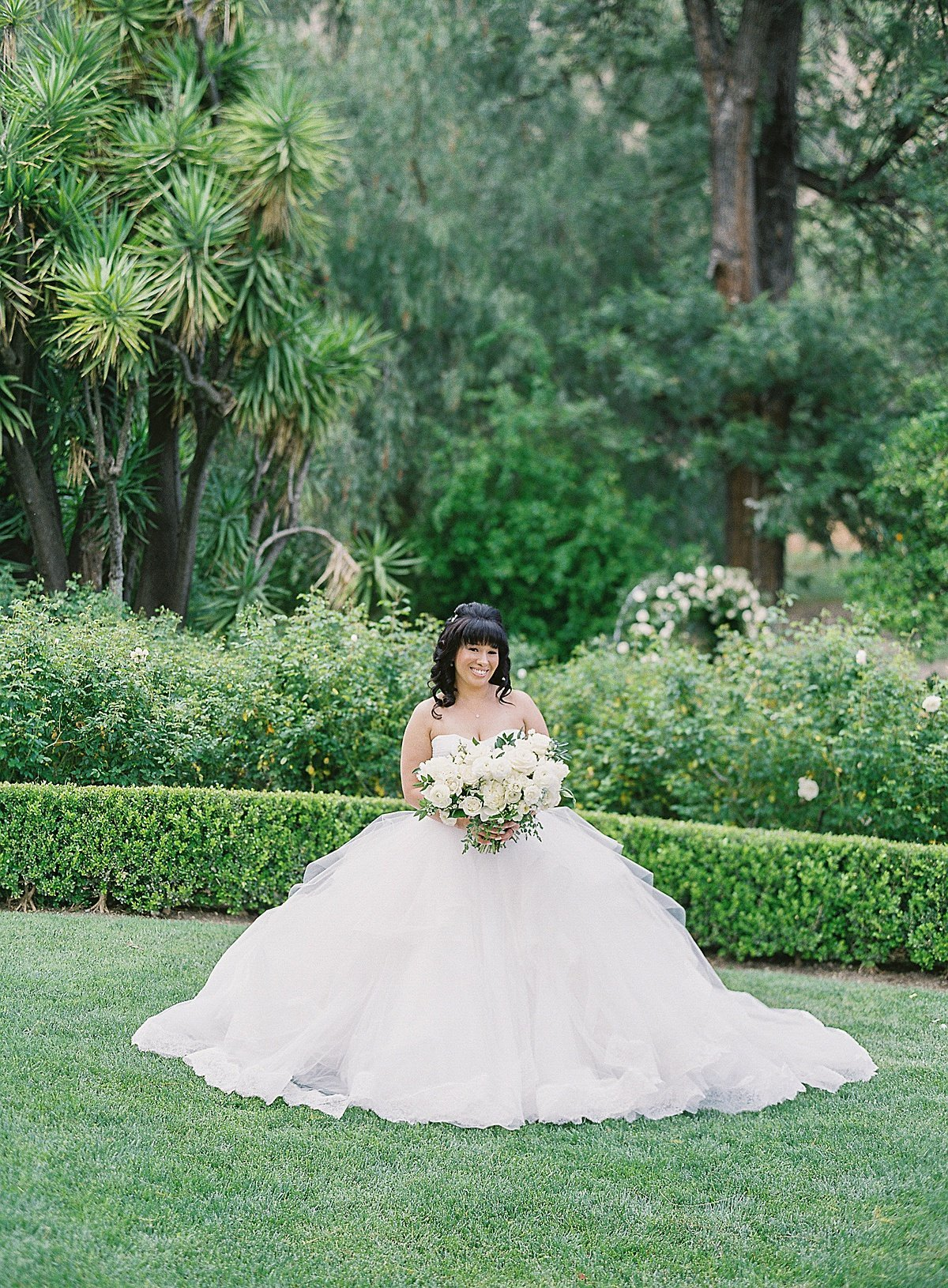 Posh Peony Newhall Mansion Piru Lush White Floral and Greenery Wedding_0009