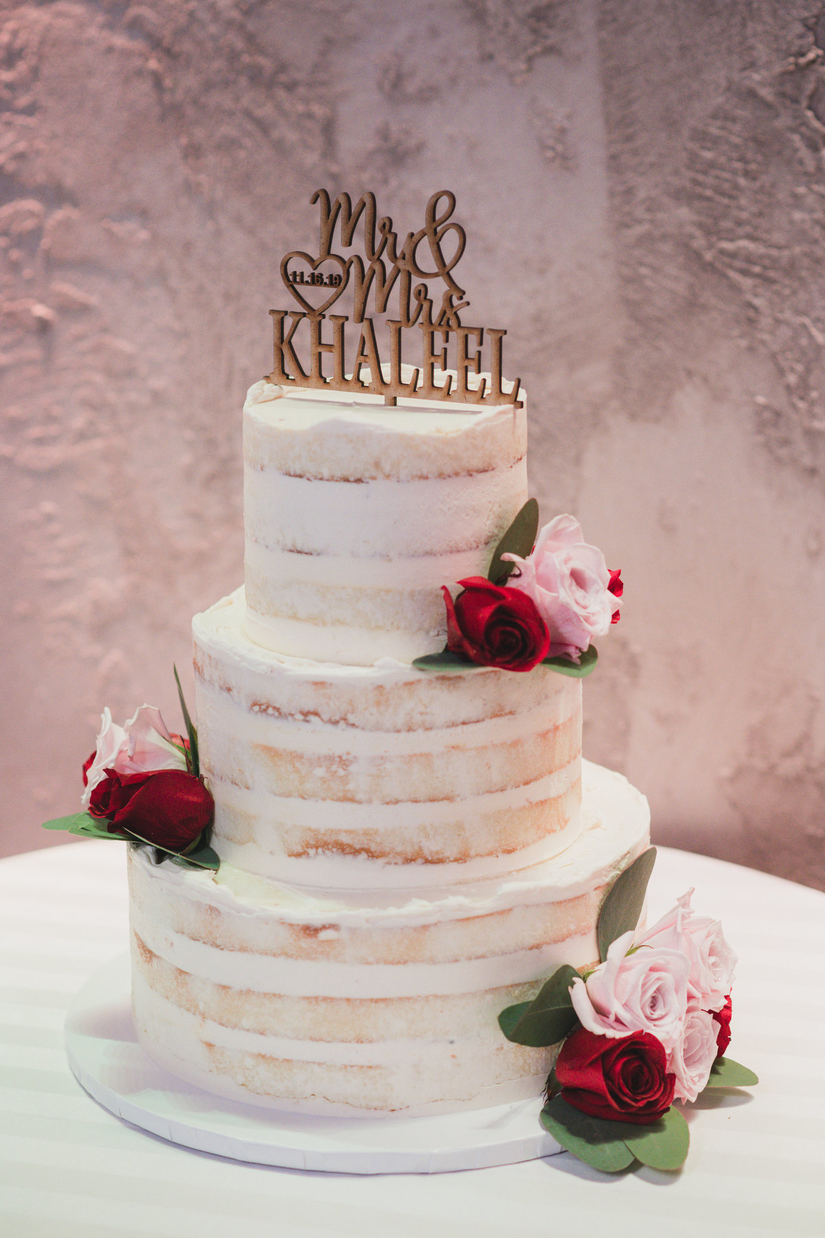 photo of wedding cake at The Loft by Bridgeview
